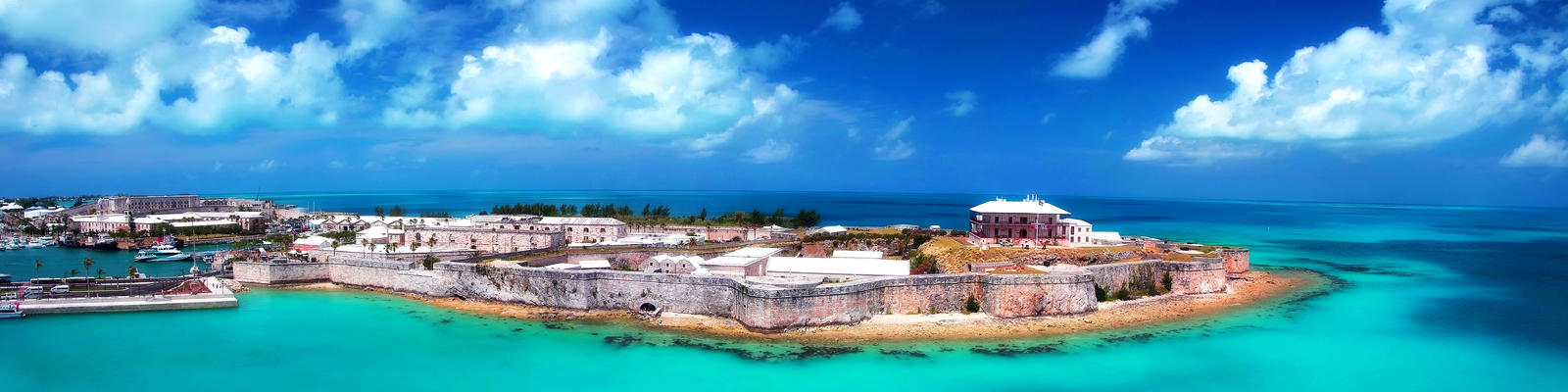 Panorama of the King's Wharf in Bermuda (Photo: Just dance/Shutterstock)
