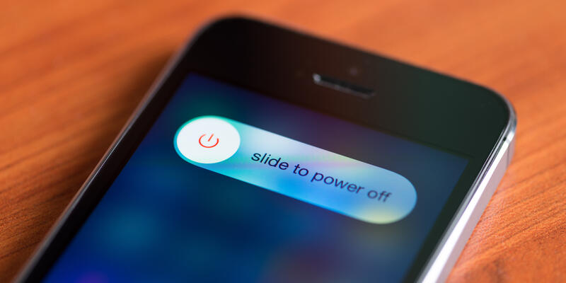 Turn Your Cell Off (Photo: Bloomicon/Shutterstock)
