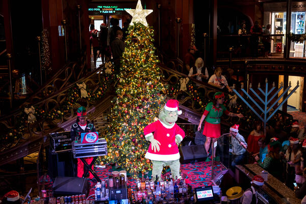 Christmas Carnival Cruise.The Grinch Christmas Event In The Atrium On Carnival Elation