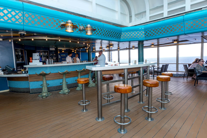 Lido Bar on Zuiderdam
