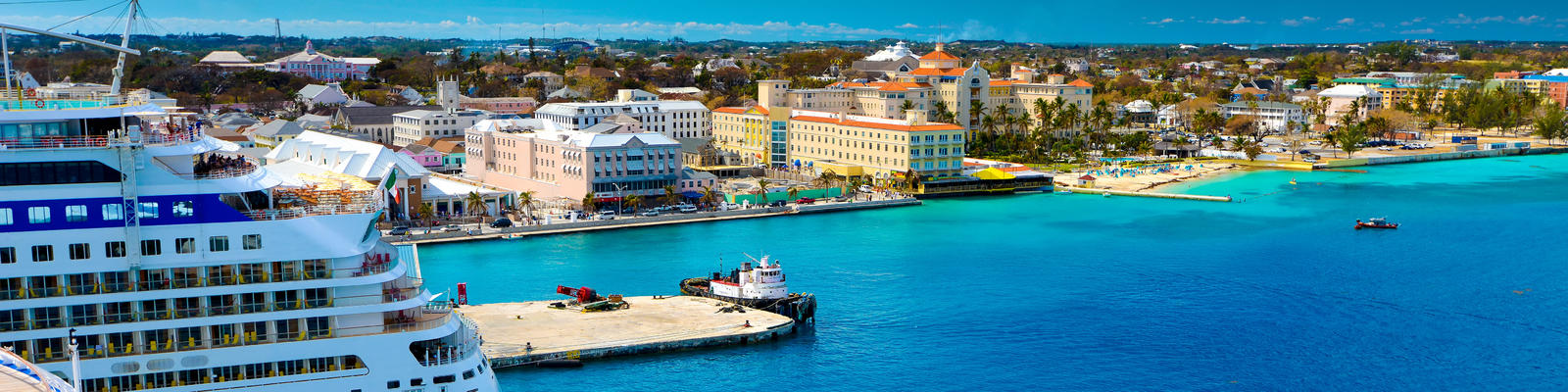 Cruise ship docked in Nassau, Bahamas (Photo: Costin Constantinescu/Shutterstock)
