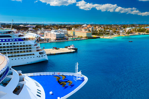 Cruise ship docked in Nassau, Bahamas (Photo: Costin Constantinescu/Shutterstock)