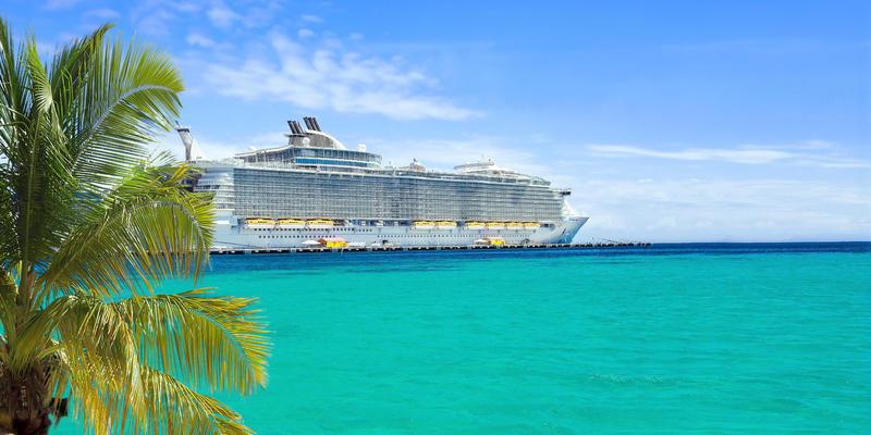 Book your tropical escape (Photo: NAN728/Shutterstock)