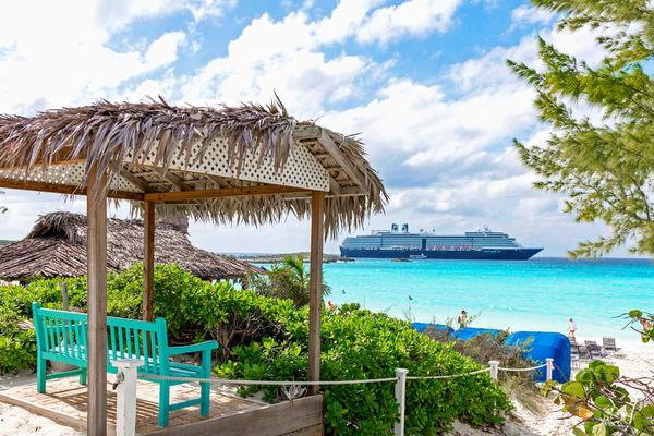 Zuiderdam in Half Moon Cay (Photo: Cruise Critic)