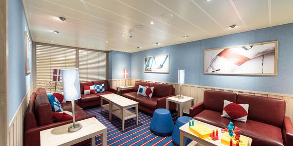 Family Harbor Lounge on Carnival Horizon (Photo: Cruise Critic)