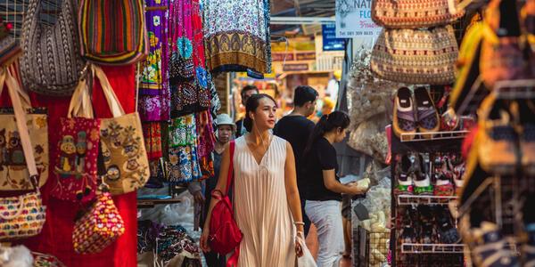Shopping in Bangkok (Photo: Shutterstock)