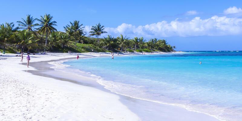 Flamenco Beach, on the Puerto Rican Island of Culebra (Photo: Chad Zuber/Shutterstock)