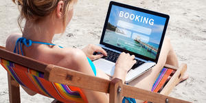 Booking Online for a Cruise (Photo: Song_about_summer/Shutterstock)