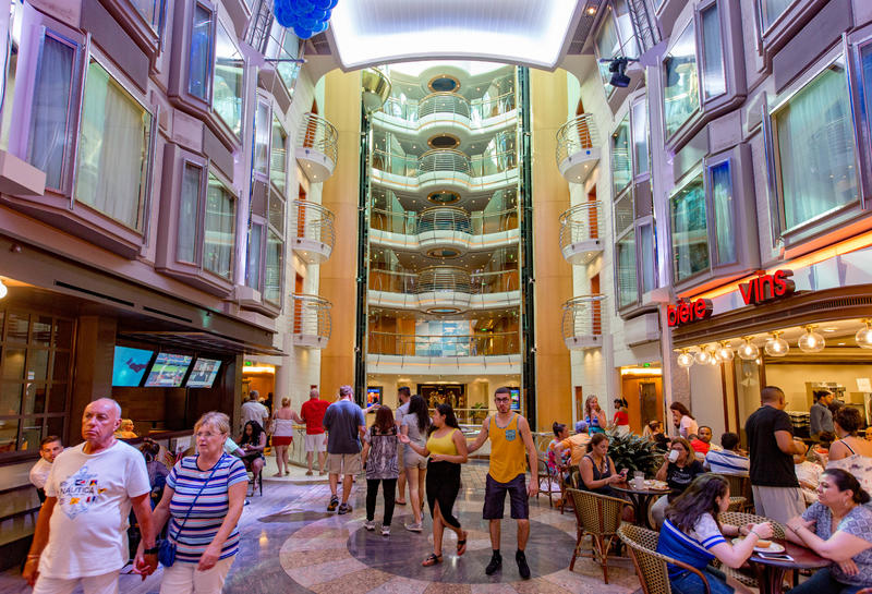 Royal Promenade on Mariner of the Seas