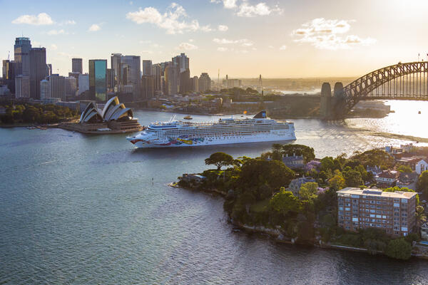 Norwegian Jewel in Sydney Harbour (Photo: Norwegian Cruise Line)