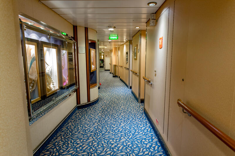 Hallways on Independence of the Seas