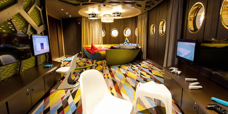 Waves Teen Center on Crystal Symphony (Photo: Cruise Critic)