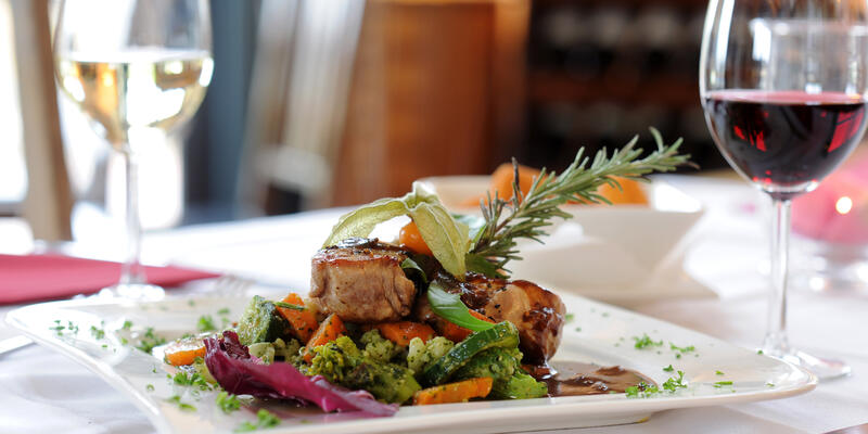 Fine Dining (Photo: Bevisphoto/Shutterstock)