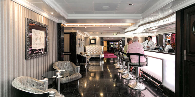 Grand Bar on Riviera (Photo: Cruise Critic)