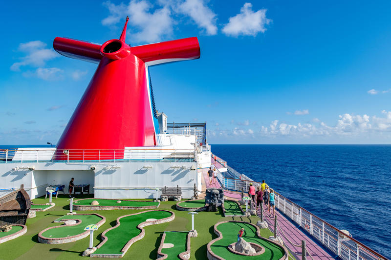 Putt Putt Golf on Carnival Dream