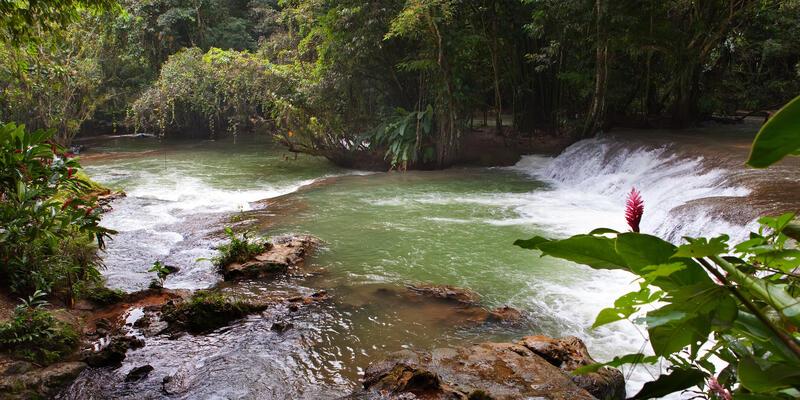 Dunn's River Waterfalls in Jamaica (Photo: KKulikov/Shutterstock)