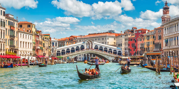 Bridge Rialto, Venice, Italy (Photo: Yasonya/Shutterstock)