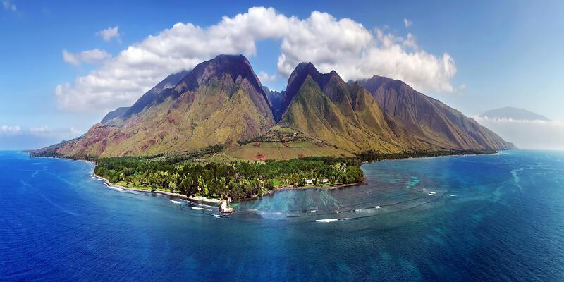 Aerial View of Maui, Hawaii (Photo: Joe West/Shutterstock)