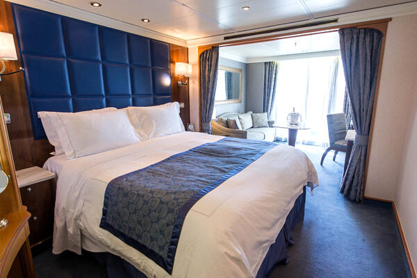 The Deluxe Suite on Seven Seas Navigator (Photo: Cruise Critic)