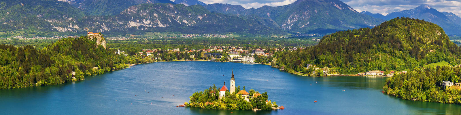 Lake Bled with St. Mary's Church of Assumption on Small Island (Photo: DaLiu/Shutterstock)