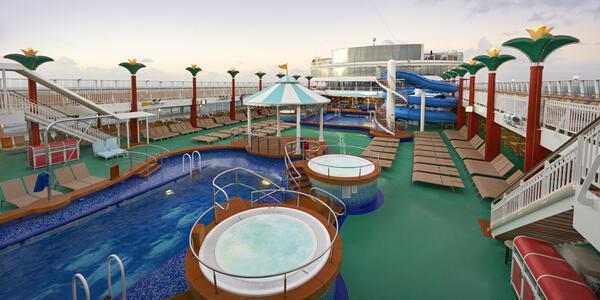Norwegian Gem's Pool Area (Photo: Norwegian Cruise Line)