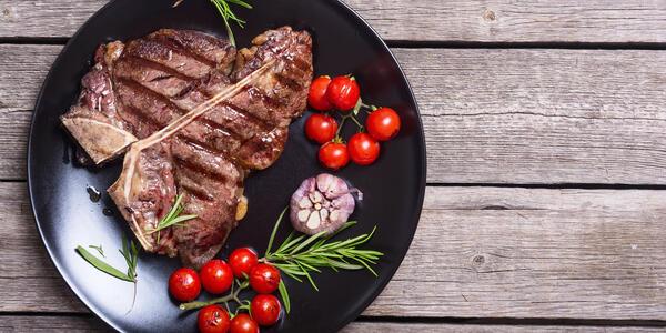 Steak Dinner (Photo: AlexeiLogvinovich/Shutterstock)