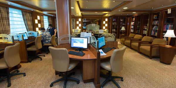 Internet Cafe on Caribbean Princess (Photo: Cruise Critic)