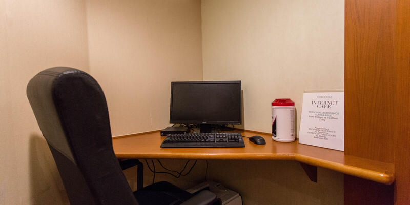 Internet Cafe on Silver Whisper (Photo: Cruise Critic)