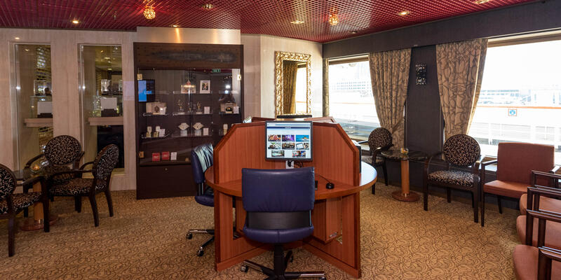 Internet Cafe on Westerdam (Photo: Cruise Critic)