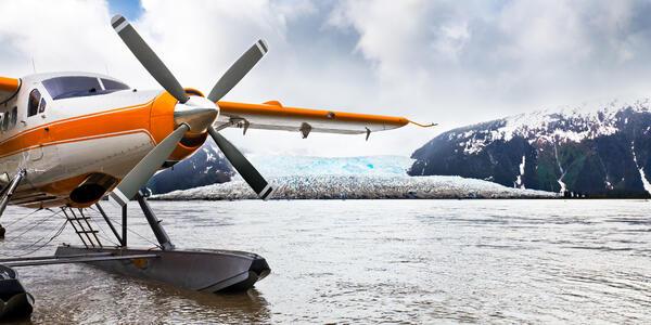Seaplane in Alaska (Photo: cdrin/Shutterstock)