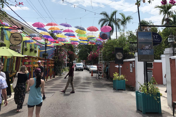 Shopping in Nassau, Bahamas, on a Cruise (Photo: Brittany Chrusciel/Cruise Critic)