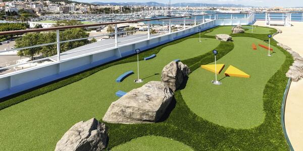 Mini Golf on Marella Dream (Photo: Marella Cruises)