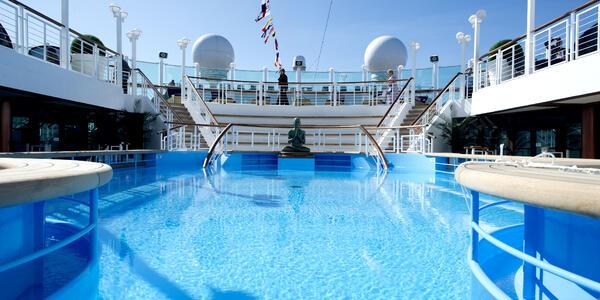 Azura Oasis Pool (Photo: P&O Cruises)
