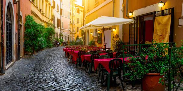 Cozy Old Street in Trastevere in Rome, Italy (Photo: Catarina Belova/Shutterstock)