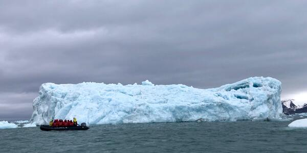Zodiac excursion to Negribreen Glacier (Photo: Chris Gray Faust)