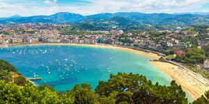 La Concha Beach, San Sebastian, Spain (Photo: S-F/Shutterstock)