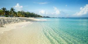 Seven Mile Beach, Grand Cayman (Photo: mikolajn/Shutterstock)