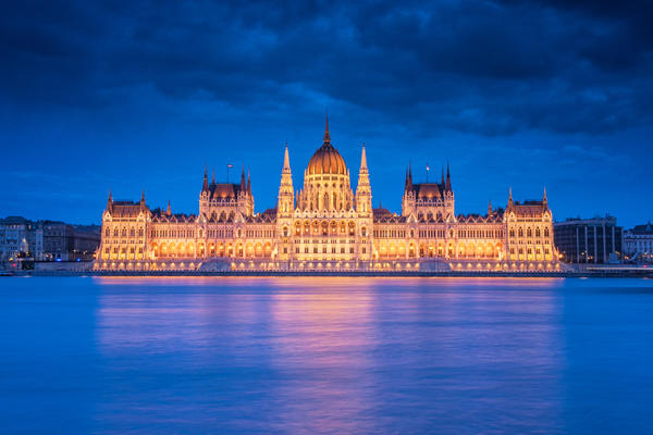 Hungarian Parliament at Dusk (Photo: Botond Horvat/Shutterstock)