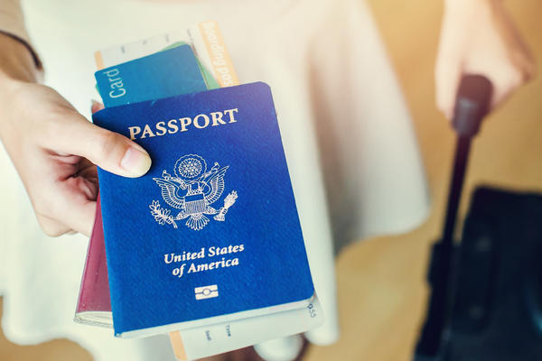 7 Tips to Ease Your Way Through Customs After a Cruise (Photo: Tawan Jz/Shutterstock)