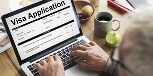 Man Filling out Online Visa Application (Photo: Rawpixel.com/Shutterstock)