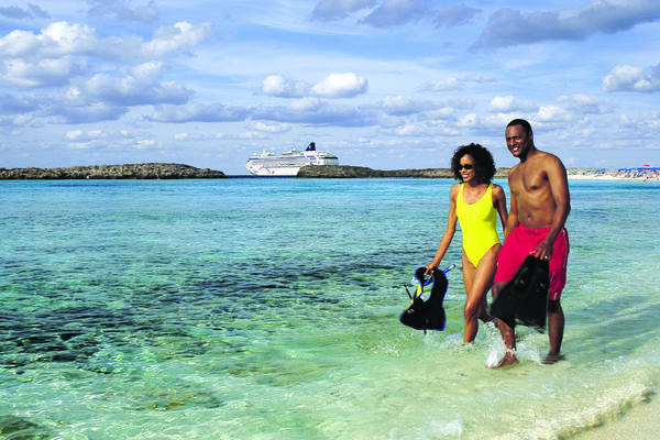 Couple on a Bahamas cruise with Norwegian Cruise Line (Photo: Norwegian Cruise Line)