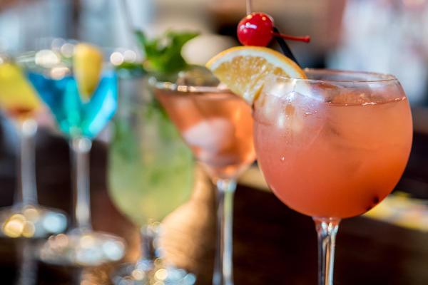 Oceania Cruises Alcohol Policy (Photo: MEDIA666/Shutterstock)