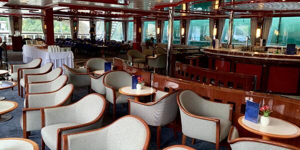 The bar and lounge on Travelmarvel Diamond (Photo: Louise Goldsbury)