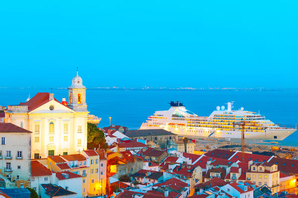 Cruise ship docked in Old Town, Libson, Portugal (Photo: joyfull/Shutterstock)