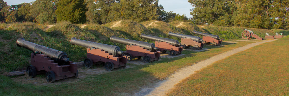 Artillery on a historic Yorktown battlefield - Yorktown, Virginia, USA (Photo: Arne Beruldsen/Shutterstock)