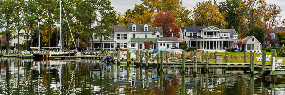 Chesapeake Bay Shore and Harbor in St Michael's, Maryland (Photo: Christian Hinkle/Shutterstock)