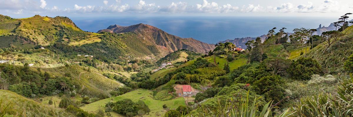 Saint Helena Island (Photo: Umomos/Shutterstock)