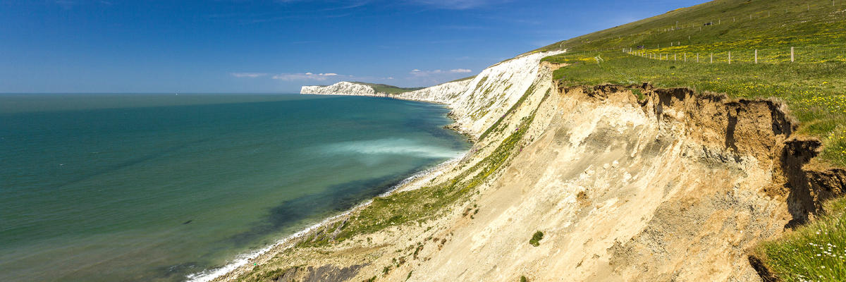 Isles of Wright, England, Showcasing Dunes and the Ocean (Photo: Michael Greczynski/Shutterstock)