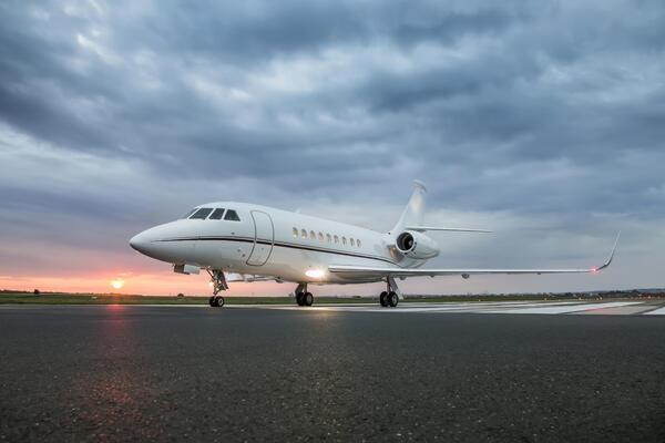 Private jet ready to take off (Photo: Dimitrije Ostojic/Shutterstock)