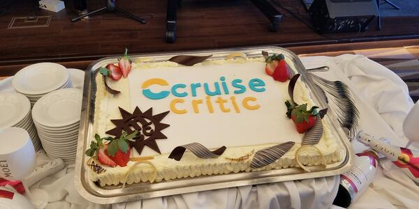 Cruise Critic cake served at a Meet & Mingle hosted by MSC Seaside (Photo: MPOWE547/Cruise Critic Member)